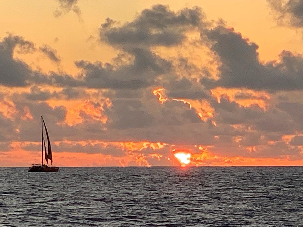sunset boat cruise on oahu