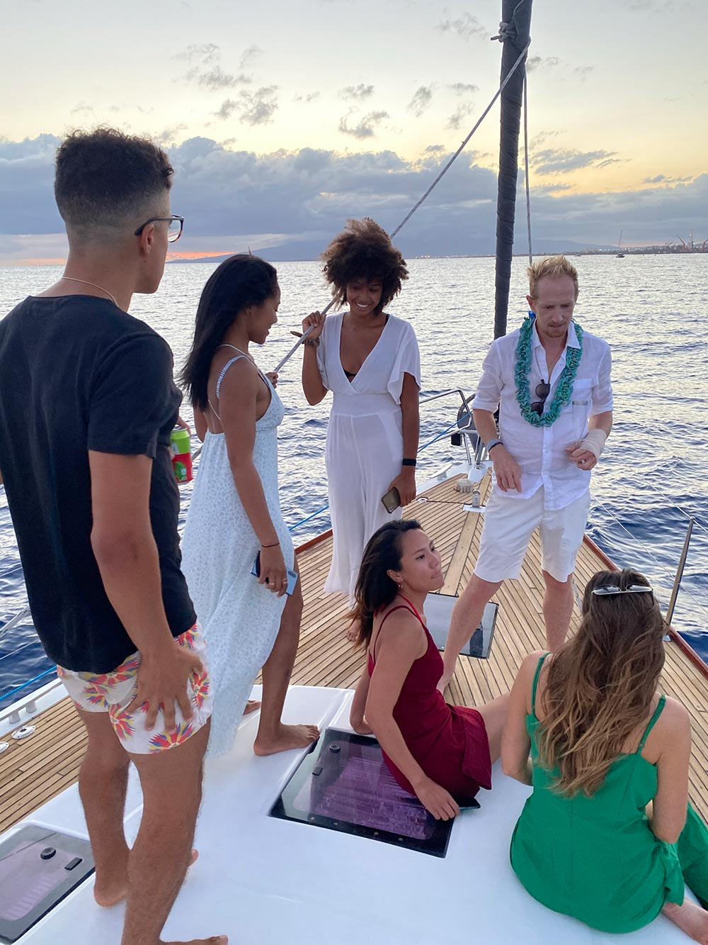 Group of people at private sunset cruise honolulu