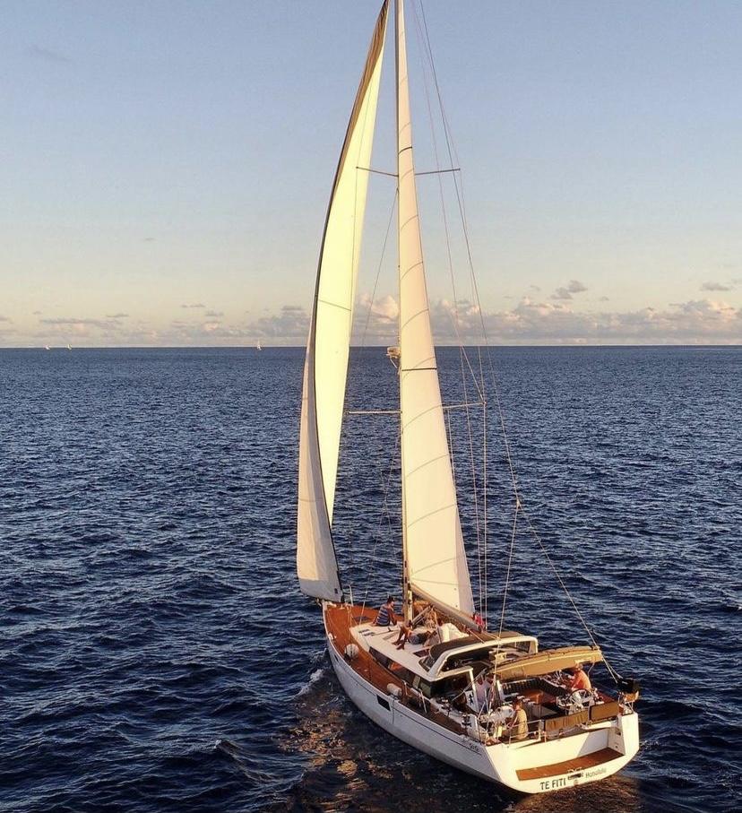 yacht sailing in hawaii