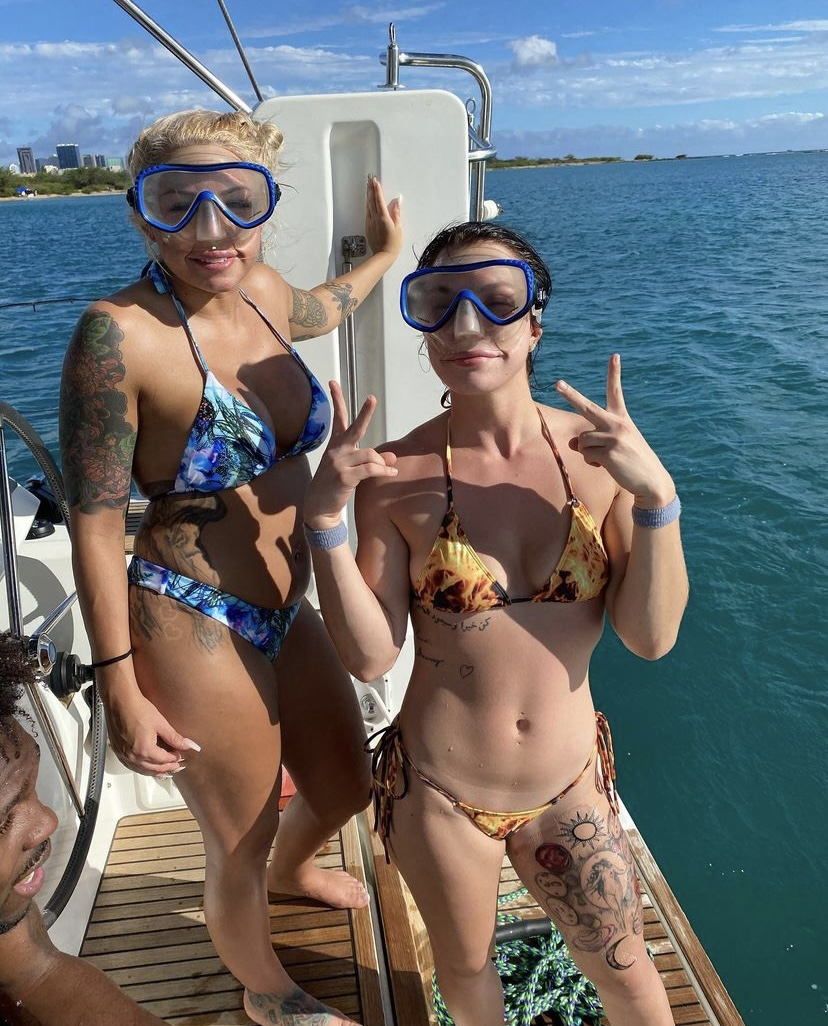 Tourist snorkeling from Sailing cruise on Oahu